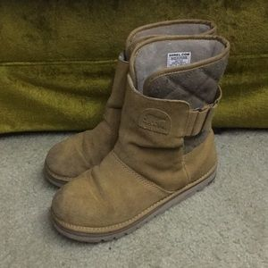 Sorel boots in tan women's size 8